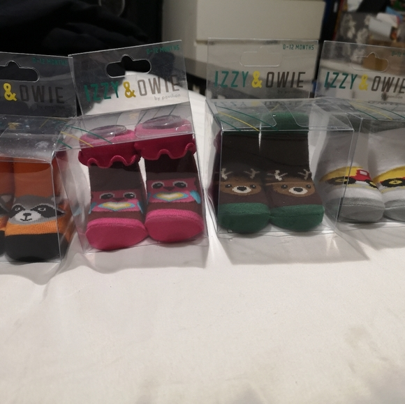 4 pairs of baby socks new Izzy&owie